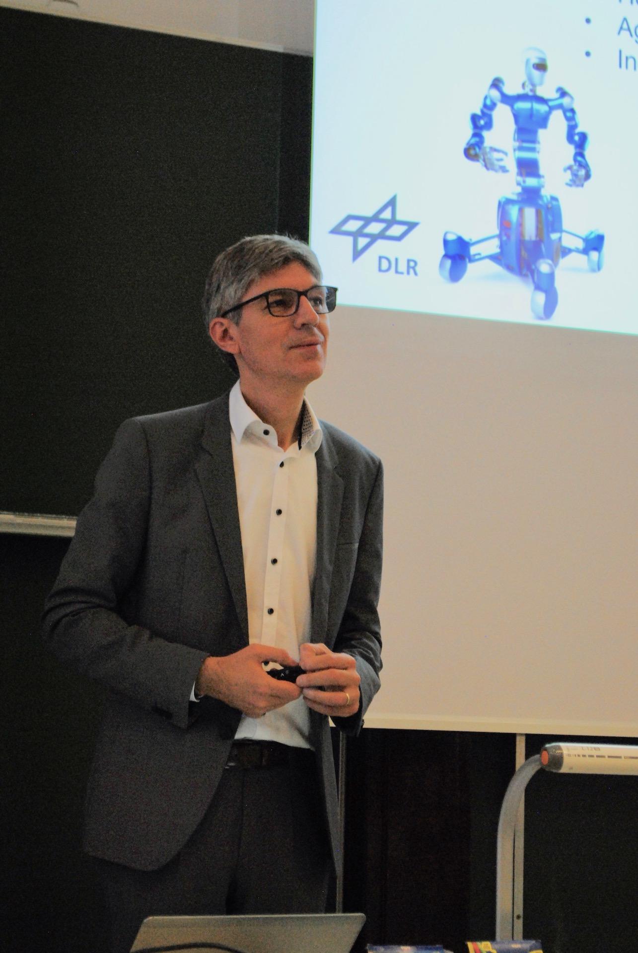 Professor Albu-Schäffer gives a lecture